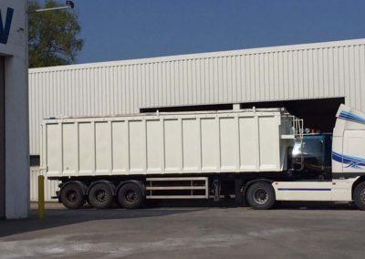 Herspuiten laadbak vrachtwagen